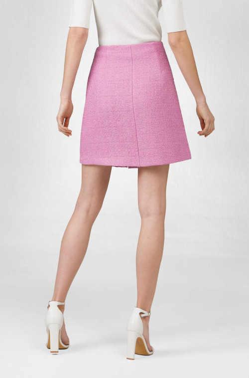 A vonalú szoknya rózsaszín gombokkal