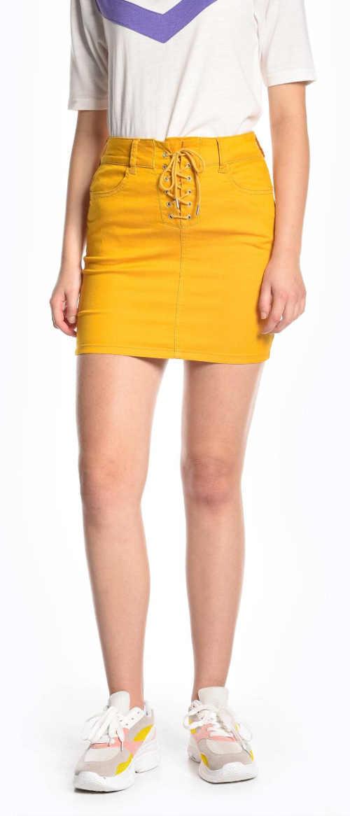 Rövid sárga női szoknya fűzővel