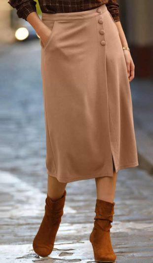 Női midi hosszúságú karamell színű ujjas szoknya